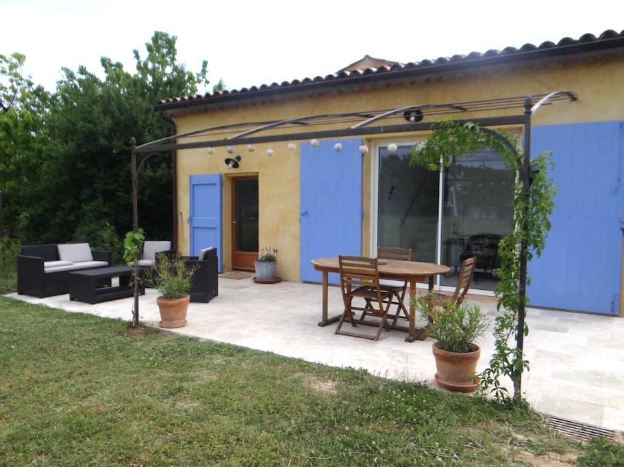 Gîte au calme dans le 1er village bio - Correns - Dom