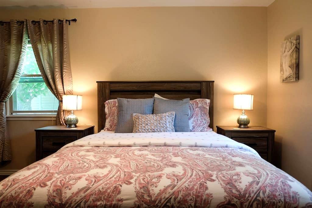 Chelsea Room, The Coop Guesthouse - Grand Junction - Talo