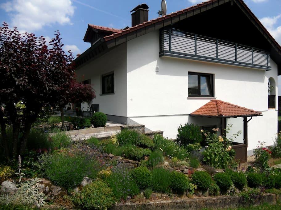 FeWo in ruhiger Lage zum Wohlfühlen - Buchen (Odenwald) - Apartemen