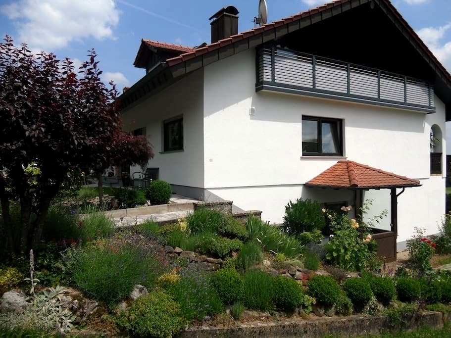 FeWo in ruhiger Lage zum Wohlfühlen - Buchen (Odenwald) - Wohnung