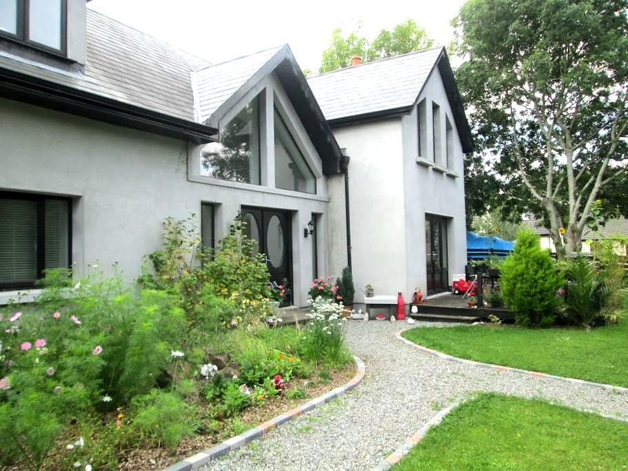 Eco House, spacious room with beautiful views - Ashford
