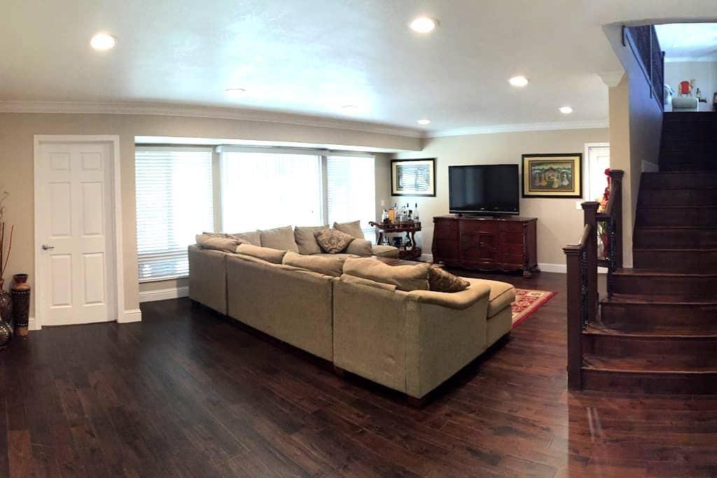 Private Room in Luxury Home   Upscale Neighborhood - Hayward