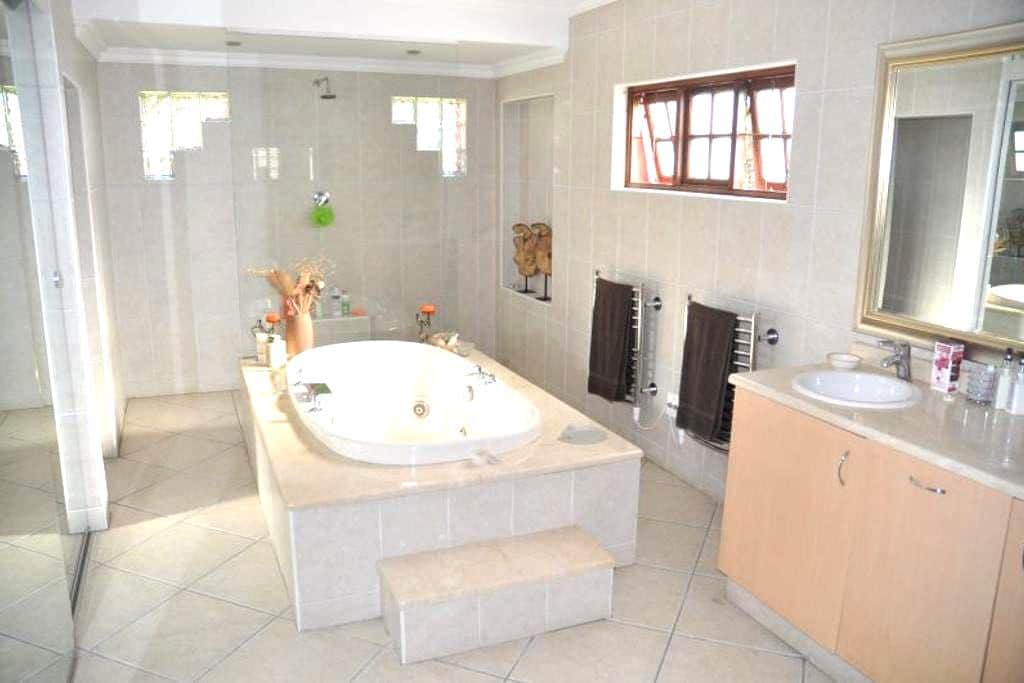 ChezKenn | Modern, Spacious, Friendly, Home :-) - Sandton