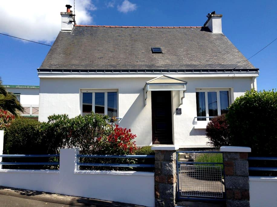 Lovely City House with Garden - Lorient - House