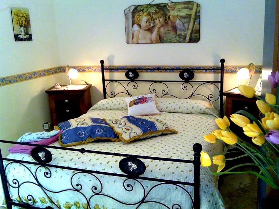 NEAR STATION CENTRAL AND TEMPLES - Agrigento - Bed & Breakfast