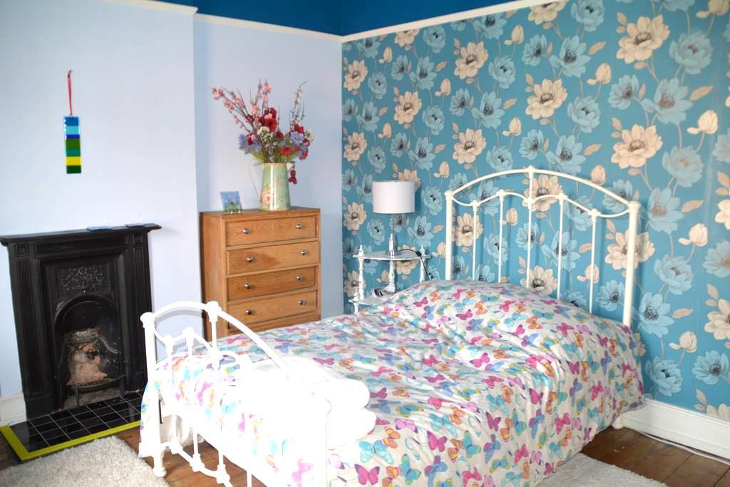 An attractive double room. - Shrewsbury