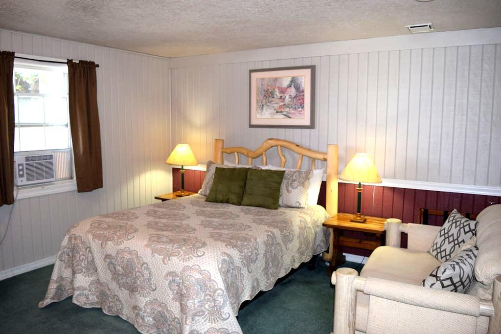 Rm #1 - Grist Mill Inn B&B - Monticello - Bed & Breakfast