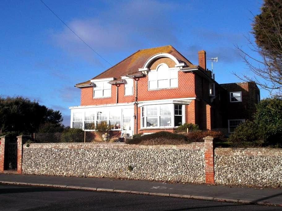 Room 2 Charming Seaside Guesthouse - Seaford - Bed & Breakfast