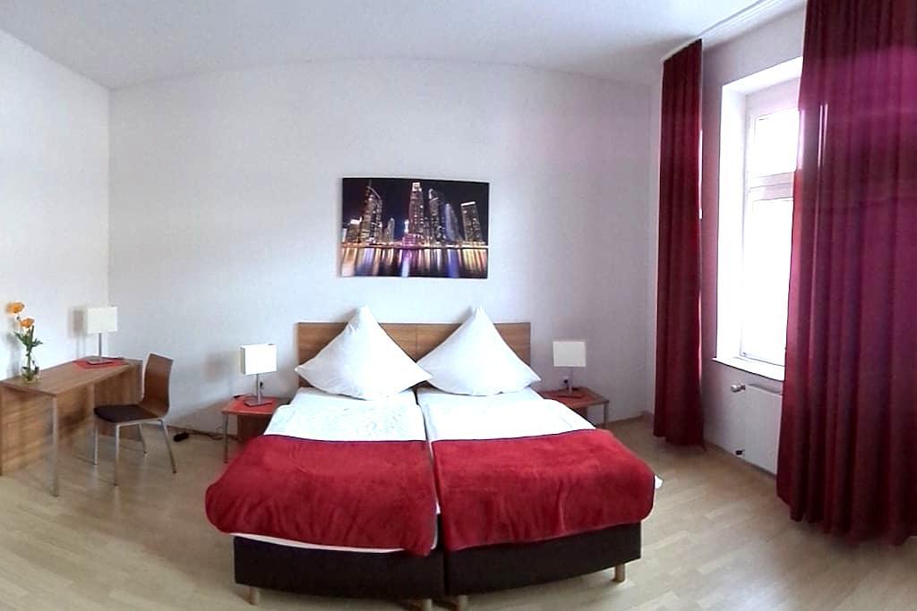 FeWo-Oberhausen 3*** wohnen mit Qualität - Oberhausen - Apartment
