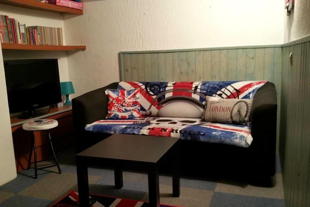 chambre privée maison proche aéroport marignane - Saint-Victoret - Huis