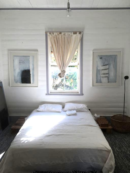 Room in  Byron Bay - light and central - Byron Bay