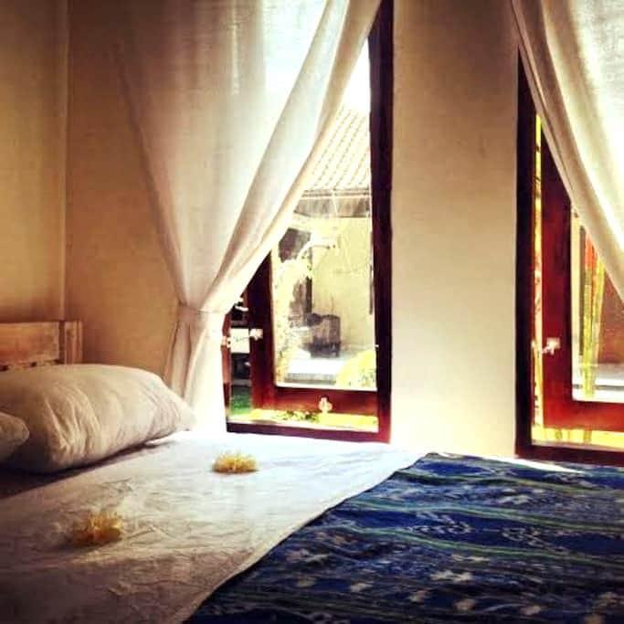Simple room in central Seminyak 2 - Kuta - Guesthouse
