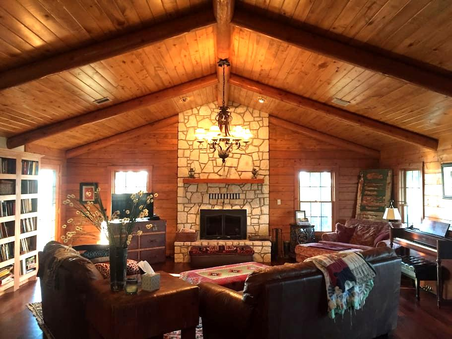 6Bd/3Bth Log House+ on 60 acre Farm - Sulphur