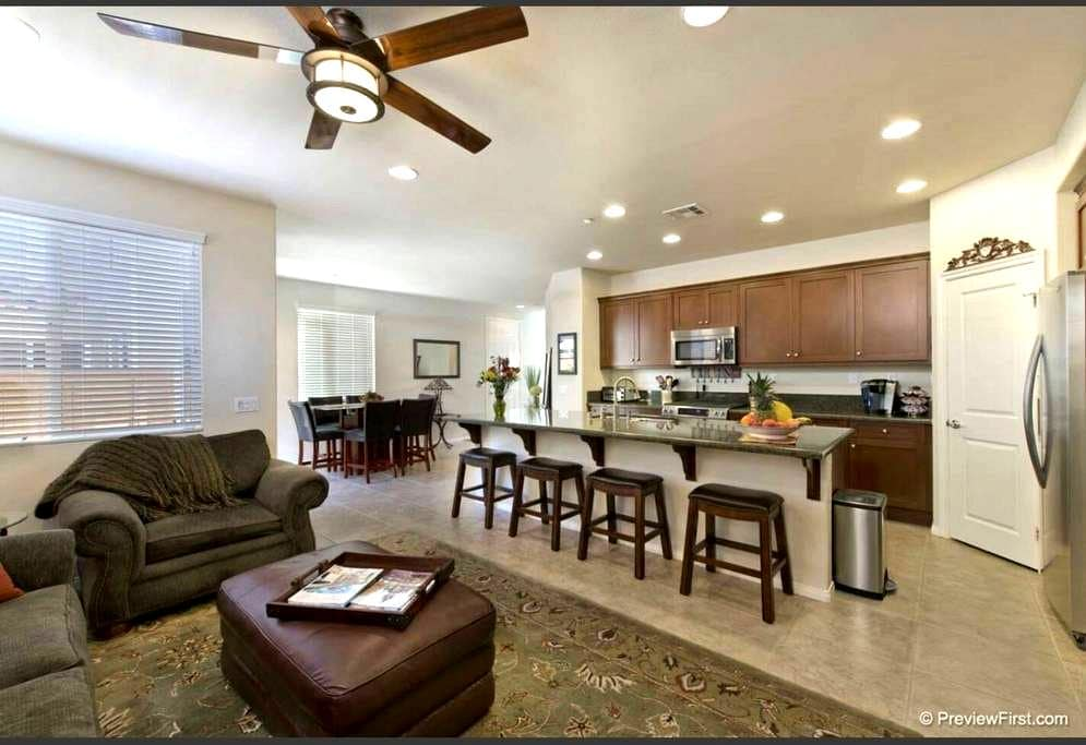 Great Location! Clean and Modern! - San Marcos - Ev
