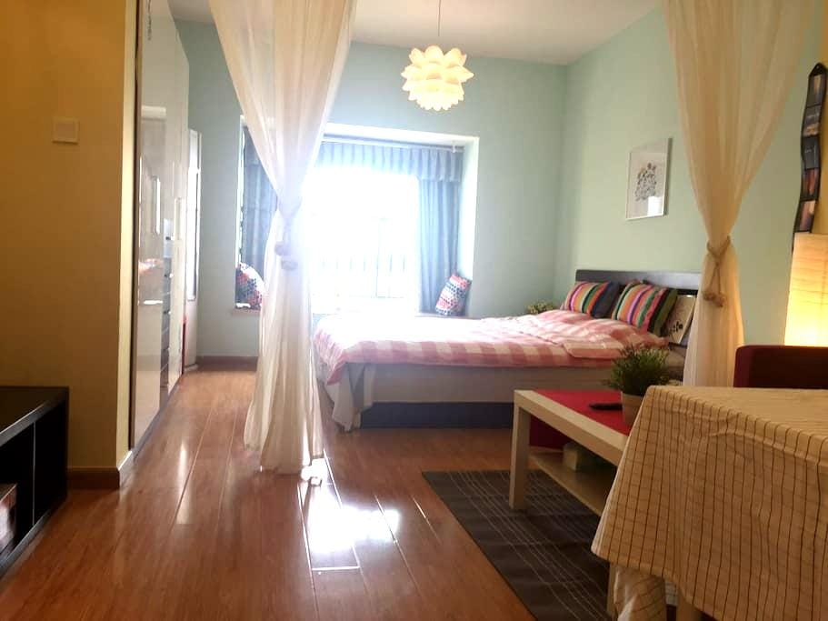 汽博中心轻轨旁混搭风格温暖大床房 - Chongqing
