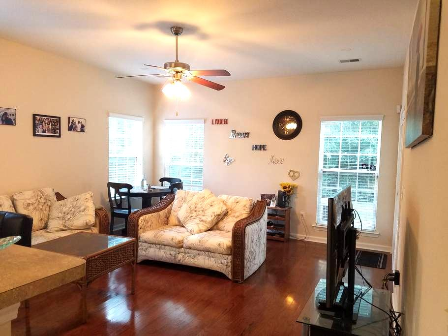 Quiet 4 Bedroom house close to I95 - Pooler - Casa