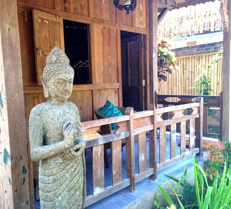 Yoga retreat in Jungle close to lovely beach. 3 - Pemenang - Bungalou