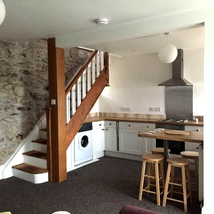 Ty Iris -Quaint quarryman's cottage - Llanllechid Bethesda  - House