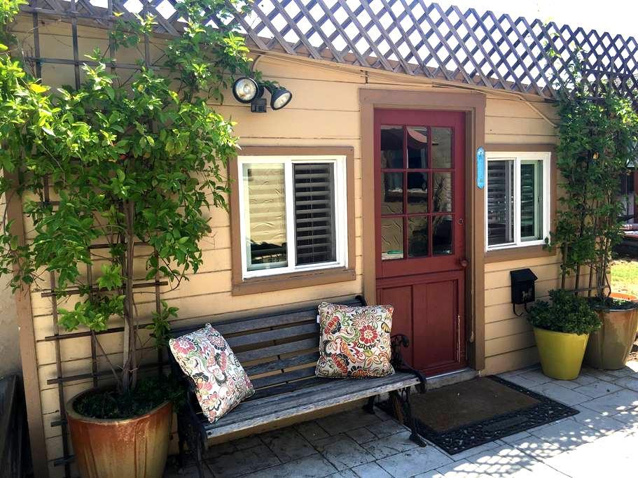 Quaint Backyard Studio Cottage - San Jose - Casa