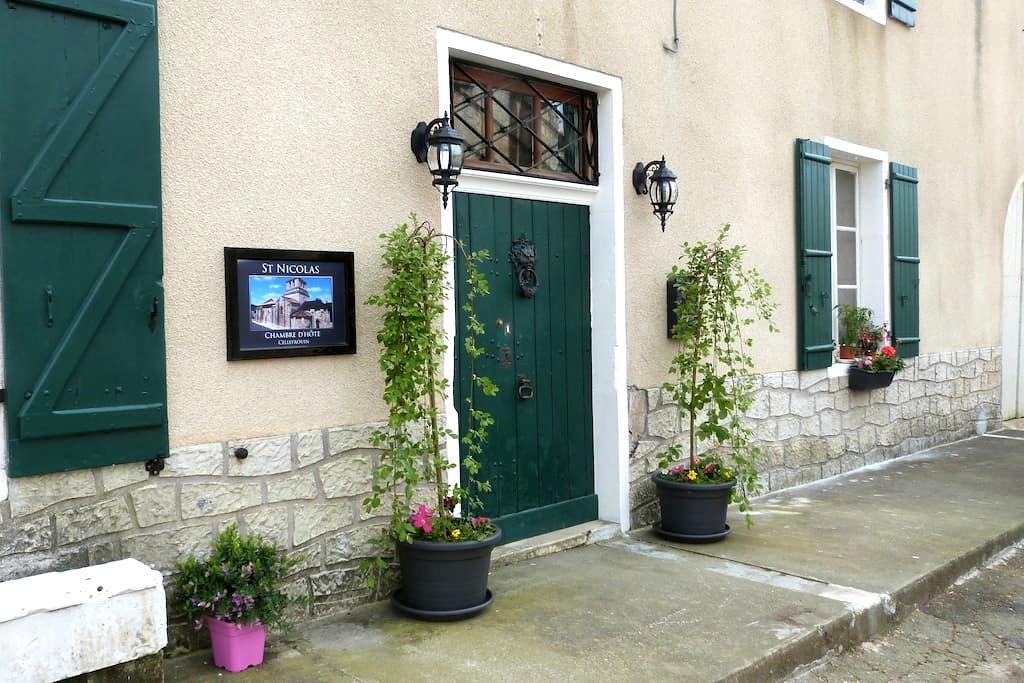saint nicolas chambre d hote - Chasseneuil-sur-Bonnieure - ที่พักพร้อมอาหารเช้า