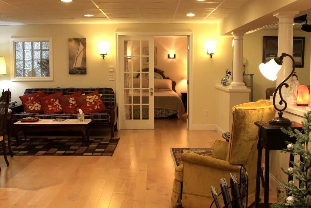 Elegant,Entire Suite, Private Entry - South Burlington - House