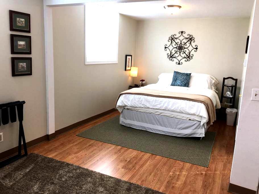 The Music Studio: 2 Beds, 2 Baths - Pullman - Appartamento