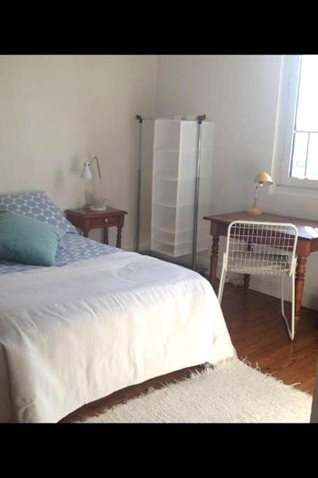 Chambre meublée dans maison dans maison de charme - Saint-Pierre-du-Mont - Rumah