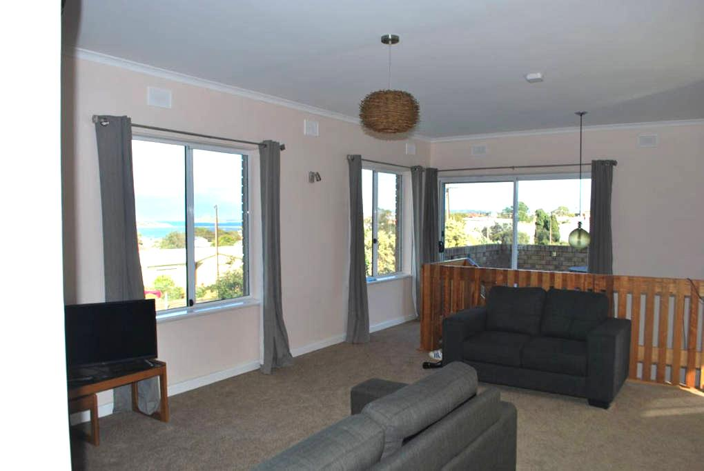 Apartment with Granite Island Views - Hayborough - アパート