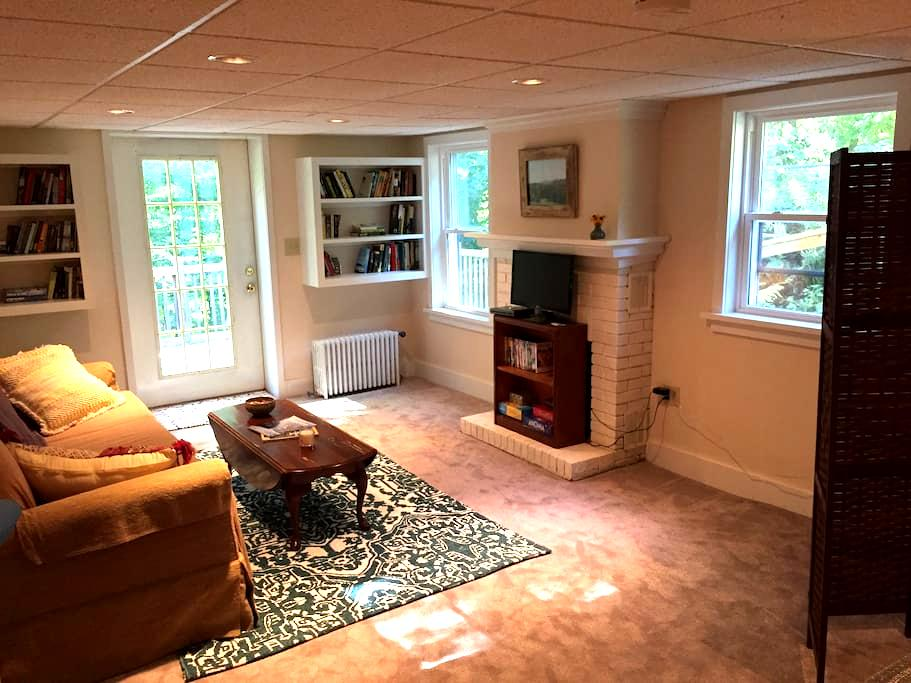Quiet Park Avenue Hideaway - Saranac Lake - Apartment