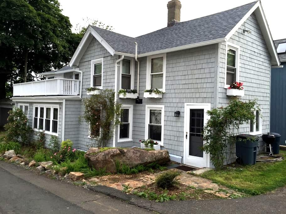 Historic Cottage on the Beach - Branford