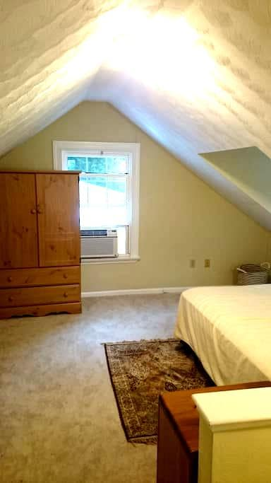 Studio with private bath. 600 Sq ft - Newport News