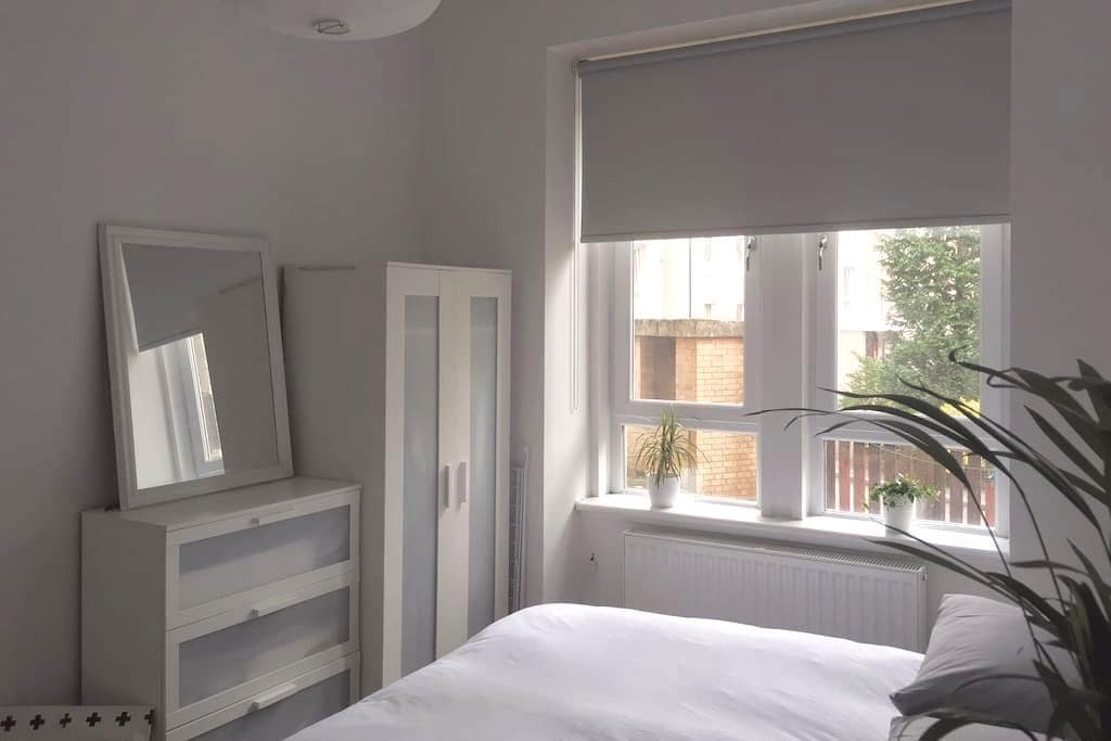 Bright & Airy One Bedroom Apt in Shawlands - Glasgow - Apartment