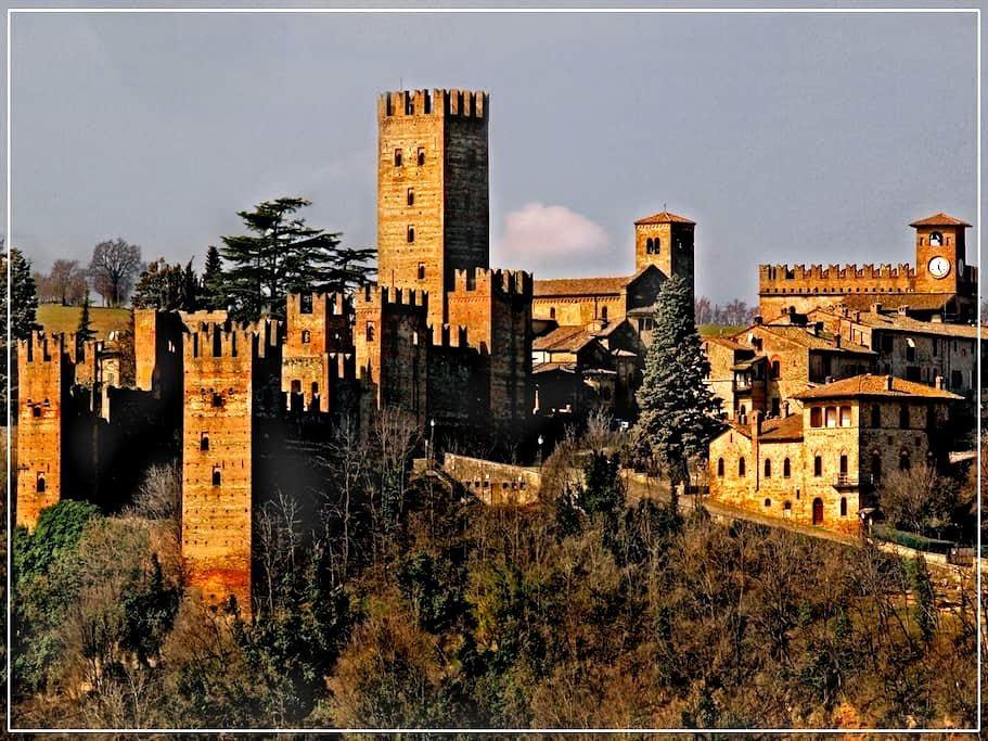 Casa del '600 in borgo medievale - Castell'Arquato - Huis