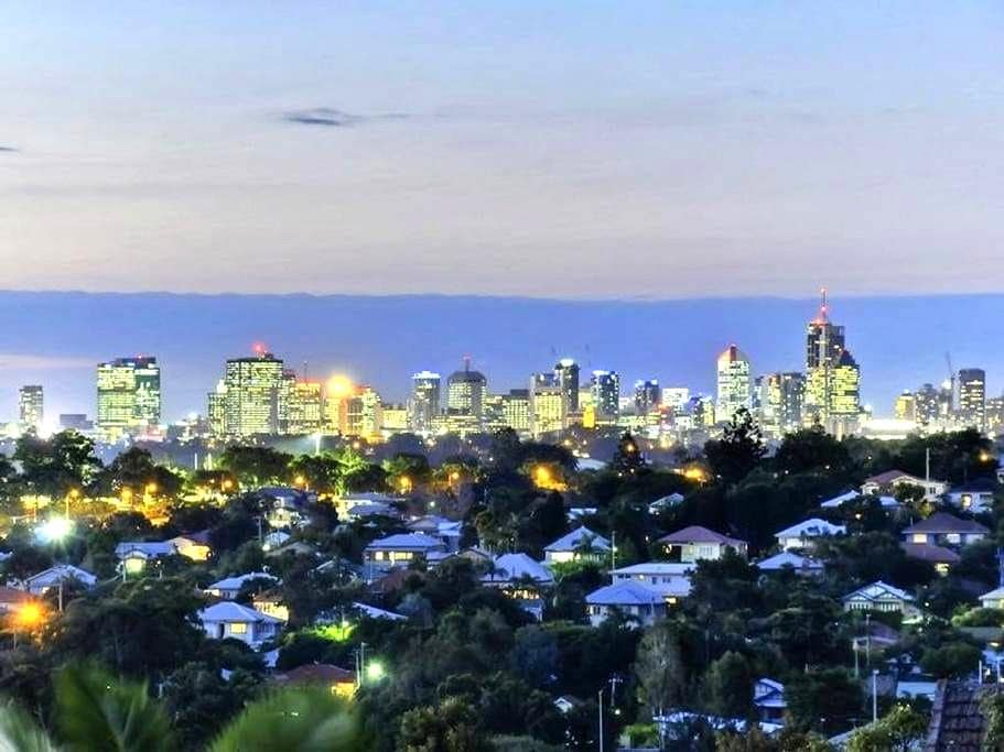 Inner City Living 2 Bed 2 Bath Perfect Location - Moorooka - Apartment