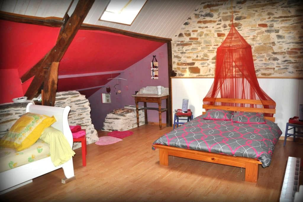 Grande chambre au calme assuré... - Sion-les-Mines - Huis