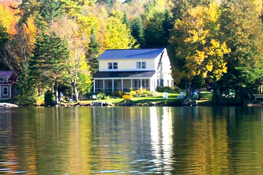 Waterfront cottage on peaceful pond - Glover - Rumah