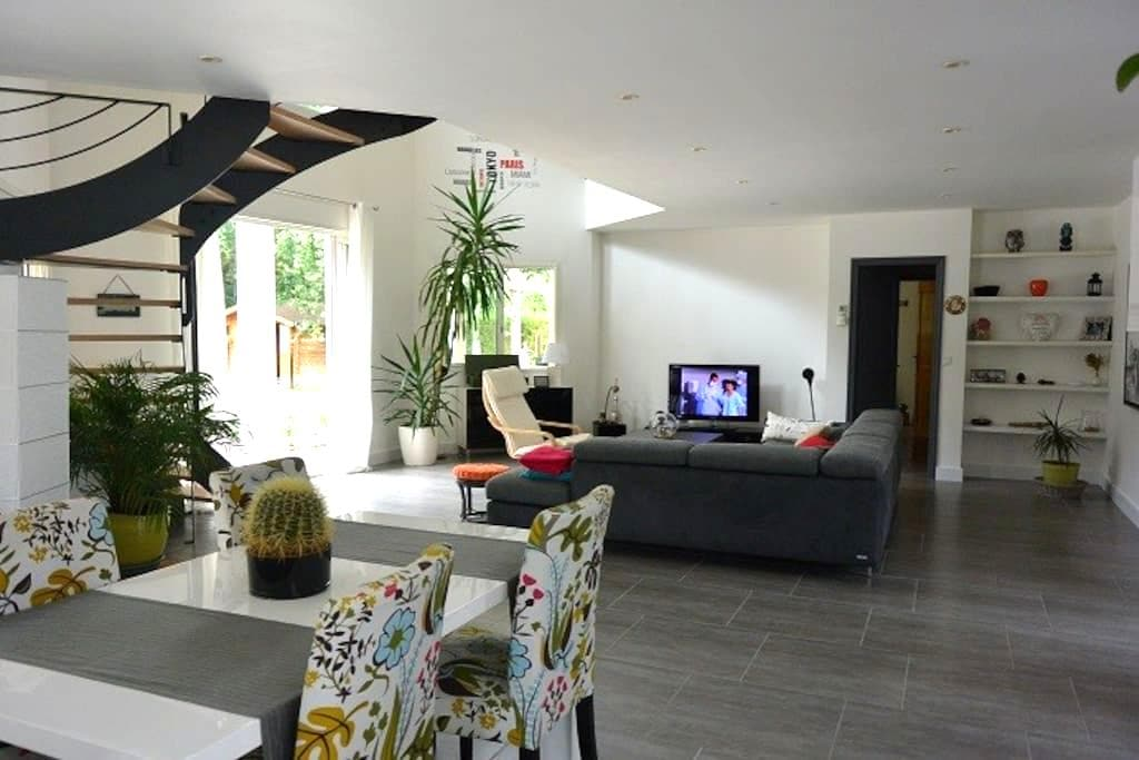 Chambre privée dans villa à Saint Médard en Jalles - Saint-Médard-en-Jalles - วิลล่า