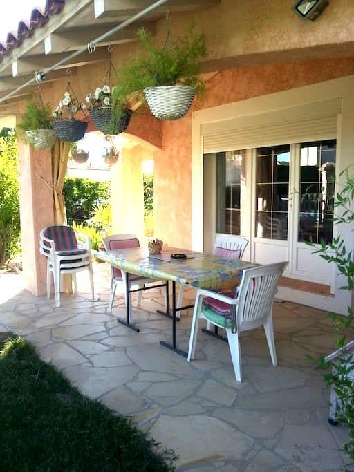 Chambre +s d'eau villa plein pieds - Caveirac - Villa