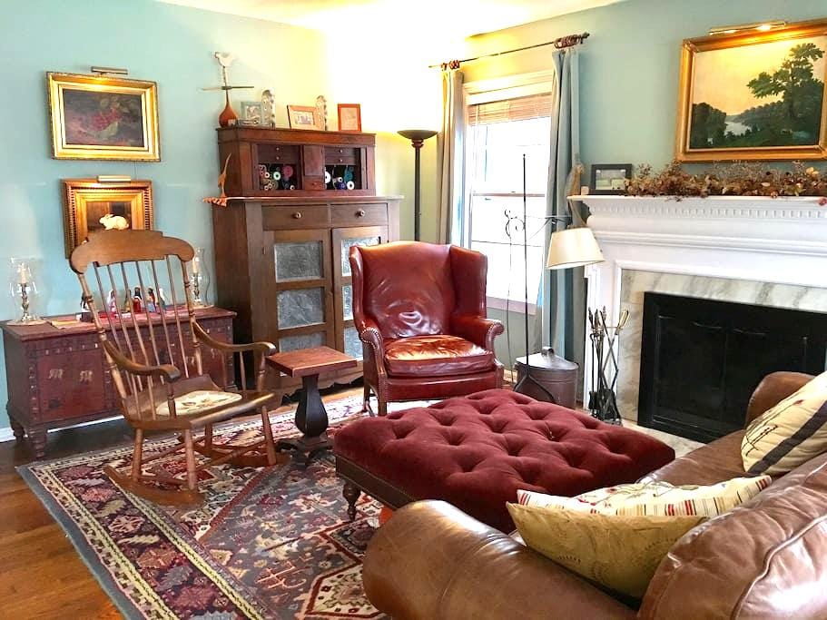 Charming 2 Room Suite, Private Bath - Cleveland Heights