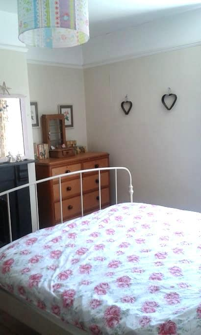 Sunny Large Double  / small ensuite - Hereford - House