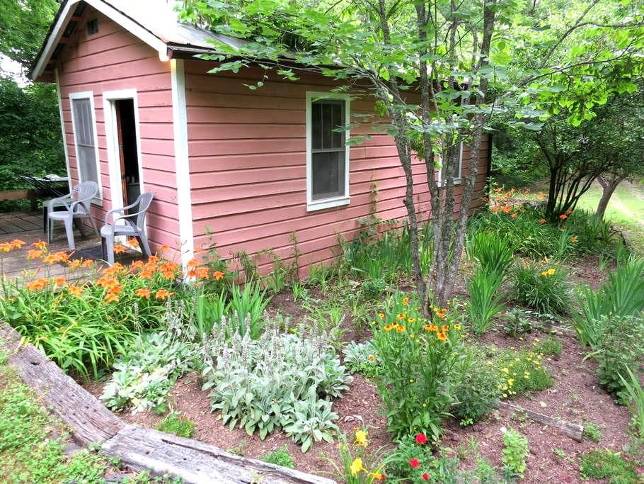 Writing and Spiritual Retreat Cabin - Ashland City