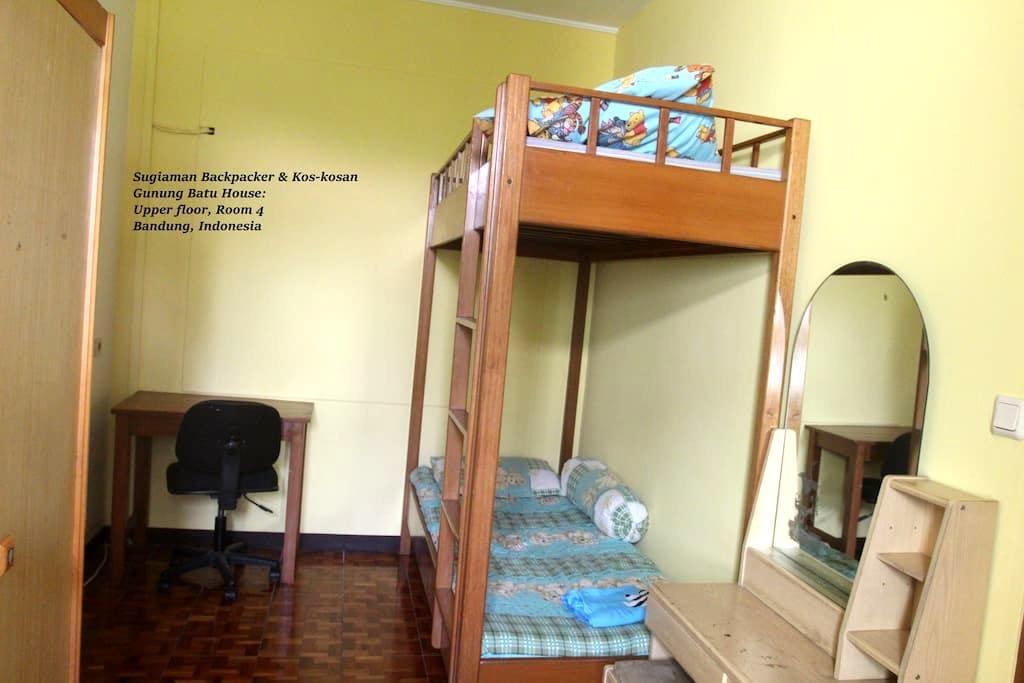 Gn Batu House: Backpackers Room 4 - Cicendo - Haus