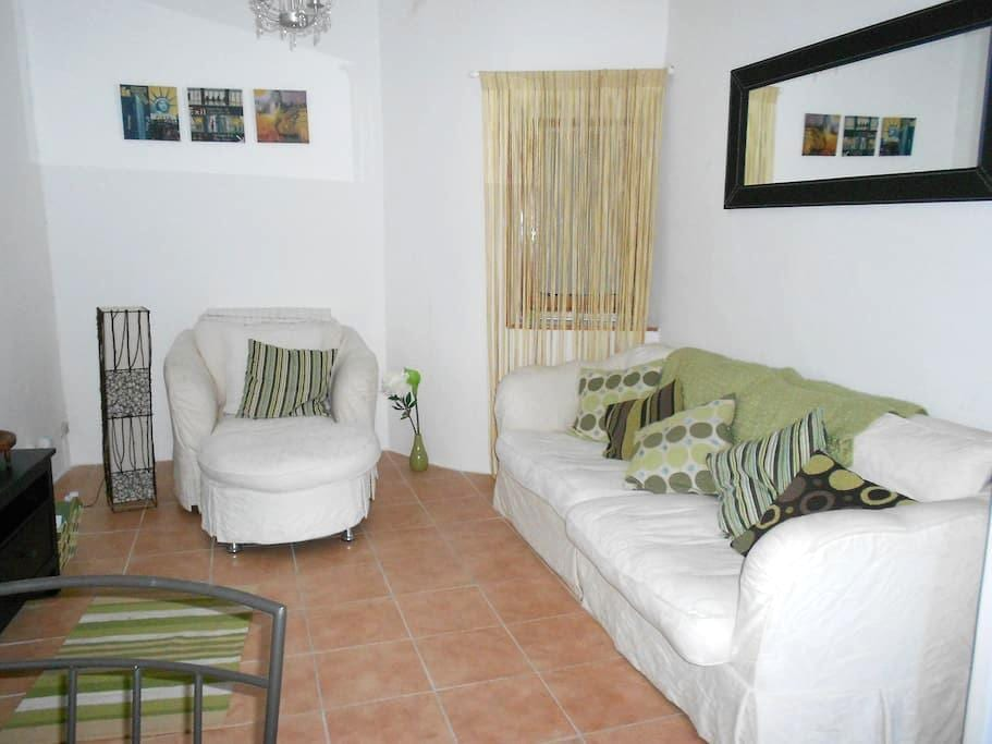 Fully furnished village home - Autignac - Huis