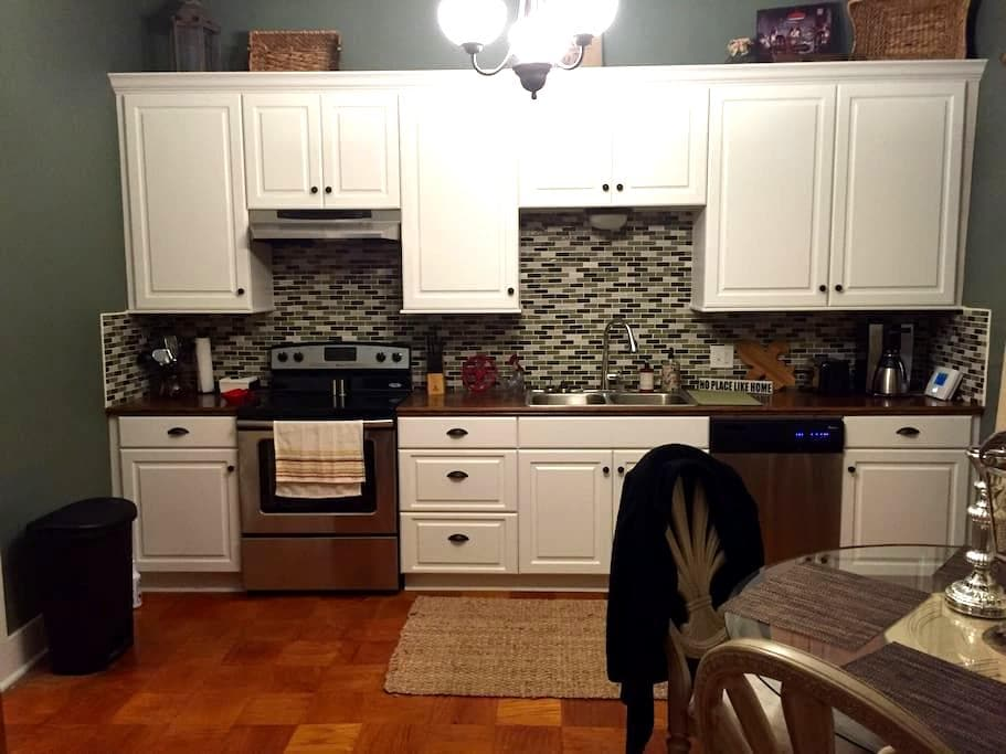 Cozy Downtown Cottage-922 6th-A - Lake Charles - House
