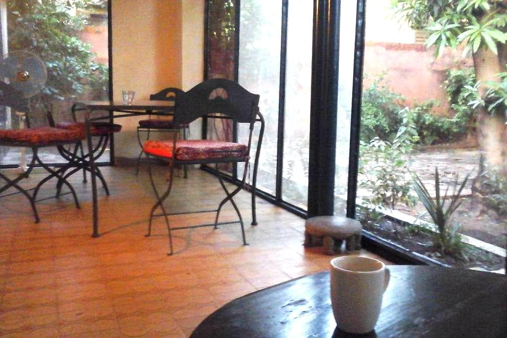 Quiet villa in lively area, room 3. - Bamako - 住宿加早餐