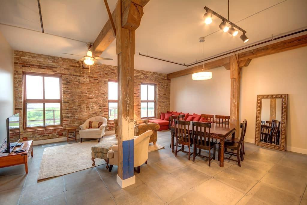 Family Penthouse-Novelty Lofts - Dubuque - 阁楼