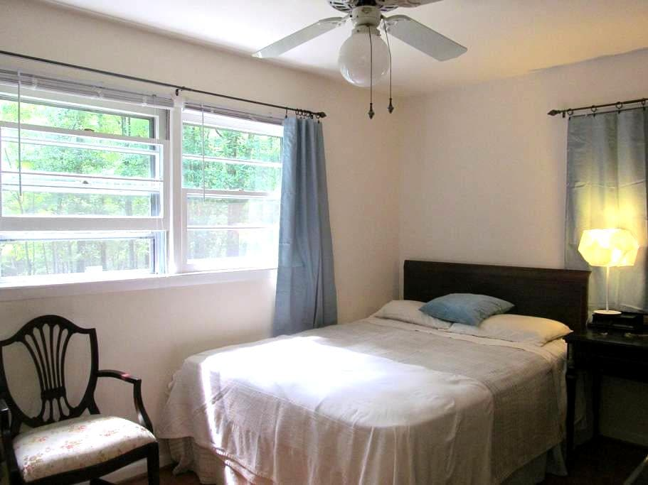 Master suite on the Sewanee campus - Sewanee - Casa