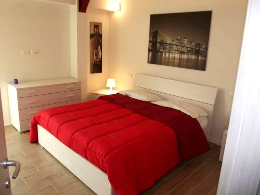 10 min away from Cisanello Hospital.Free wifi+park - Cascina - Apartemen