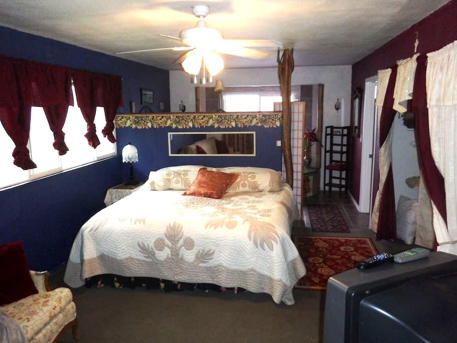 Ho'omale, Room 4 at Aloha Crater Lodge - Hilo - Bed & Breakfast