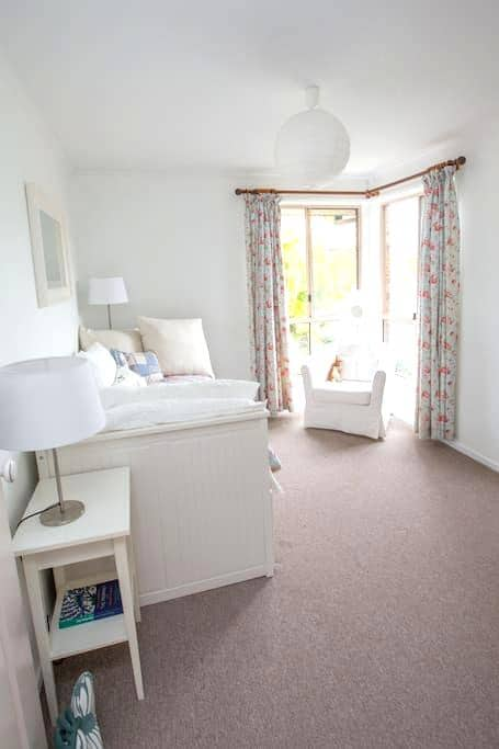 The White Room Retreat - Castaways Beach - Σπίτι